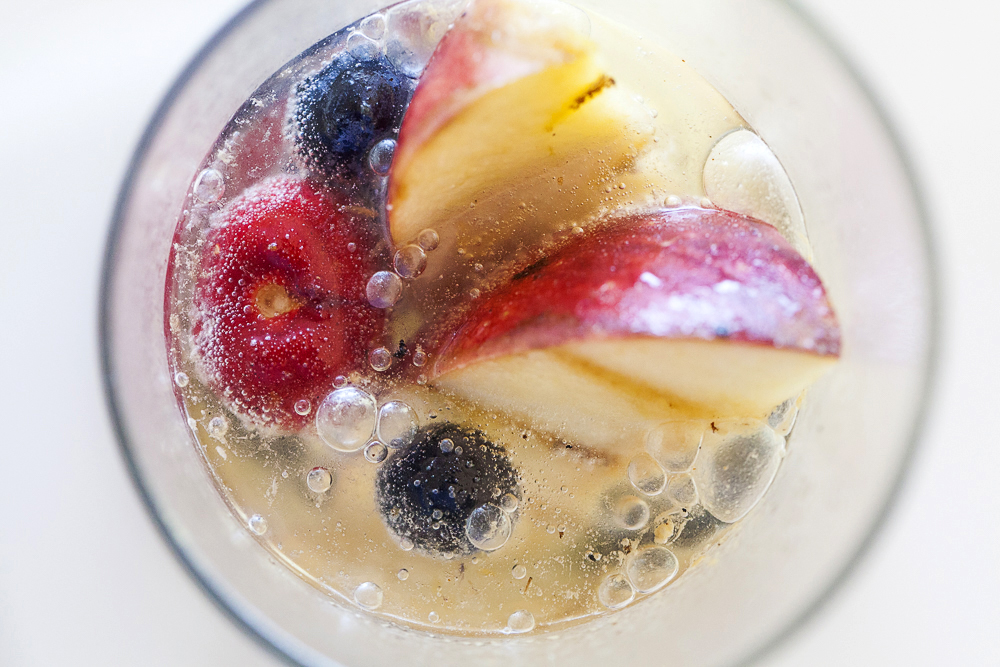 Jackie-Alpers_sparkling ginger white sangria with grilled fruit-125